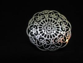Zilver kleurig metaal, doorsnede 3 cm.