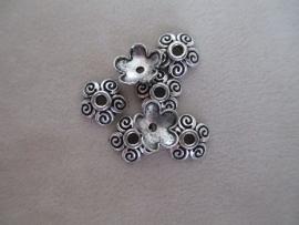 B07943 Zilver kleurige bloemkapjes 8 x 6 mm.