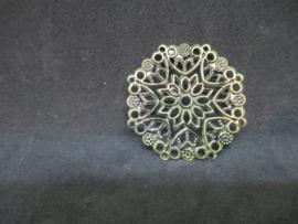 Filigraan brons kleurig, doorsnede 3,5 cm.