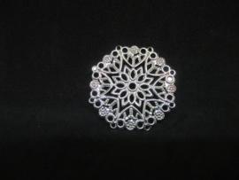 Filigraan zilver kleurig,  doorsnede 3,5 cm.