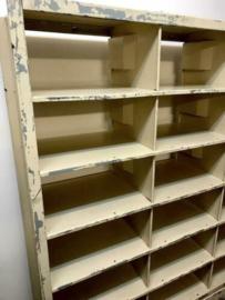 Industriële kast # Ijzerenkast # Vintage Post sorteer kast