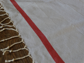 1 stripe red tablecloth