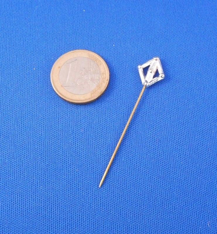 Lozenge pin