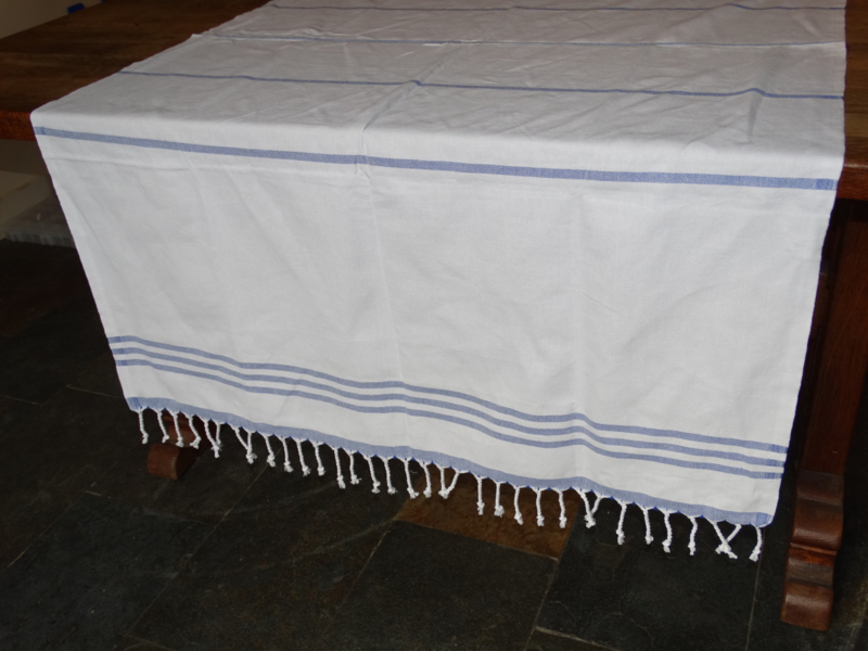 3 stripe red tablecloth