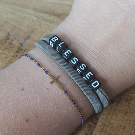 Elastiek taupe en zwart met tekst blessed/loved A018