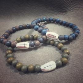 Kralen met kruis div kleuren H011
