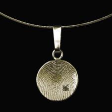 Ronde hanger zilver, hol geslagen met vingerafdruk en zirkonia 0210-01