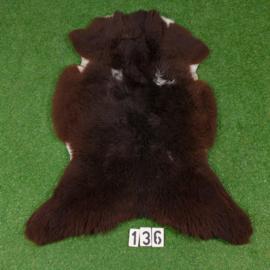 Donkerbruine schapenvacht (110 x 80)
