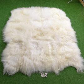 Wit IJslands schapenkleed (Hexa) 180 x 160 natuurlijke vormen.