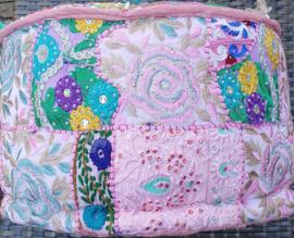 Yoga - Meditatie - Decoratie Kussen - Handgemaakt in India - 40 x 40 x 24 cm - Roze - *