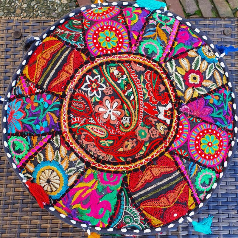 Yoga - Meditatie - Decoratie Kussen - Handgemaakt in India - 40 x 40 x 24 cm - Zwart - *