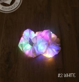 White scrunchie met LED lampjes