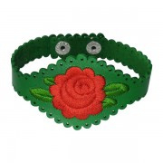 Armband groen met rode roos