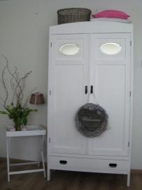 Brocante linnenkast in landelijk wit OP AANVRAAG LEVERBAAR