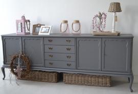 Klassiek Queen Ann dressoir