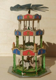 Piramide Fantasia met 50 dieren