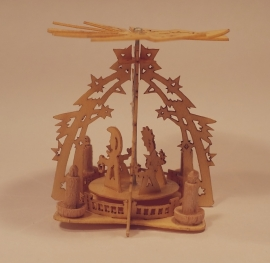 Piramide met engeltjes, P04a