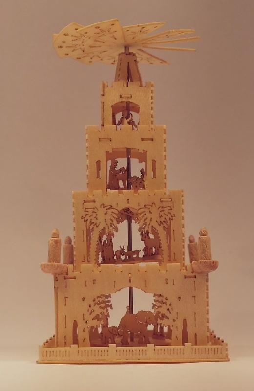 Piramide met 4 etages, P94