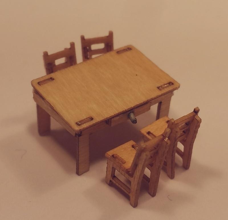 Tafel met 4 stoelen, M09+10