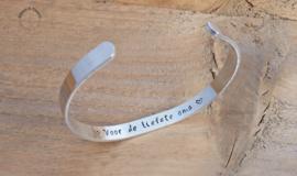 Slagletter armband met eigen tekst 6mm of 10 mm