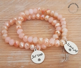 Pearl shine kralenarmband met tekstbedel