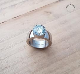 Stainless Steel ring crystal top maat 17