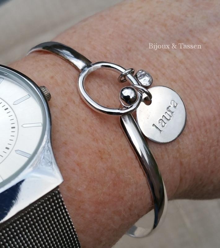 Bangle bracelet met naambedel