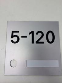 Huisnummer met uitsparing voor beldrukker aluminium blank mat