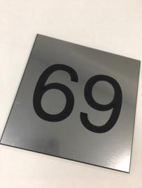 Huisnummer PVC rvs look zwarte letter