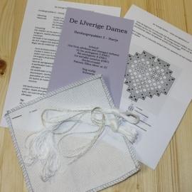Hardangerpakket 5 - hartje - wit op wit