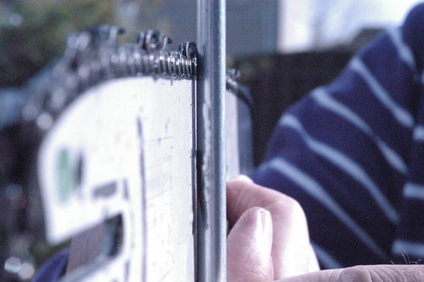 Zaagblad nog niet versleten kier tussen zaagblad en schroevendraaier