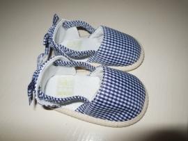 Blauw geruit babyschoentje