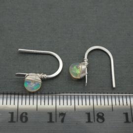 Zilveren oorbelletjes met opaal