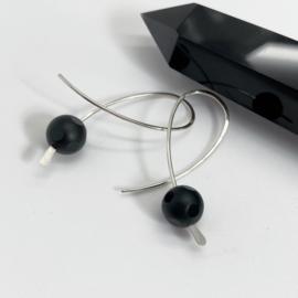 Confetti oorbellen met onyx