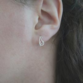 Klein maar fijn, sierlijke zilveren oorbellen