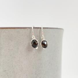 Zilveren minimalistische oorbellen met Rookkwarts
