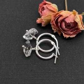 Zilveren creolen met Herkimer diamant