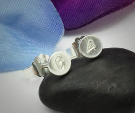 Zilveren oorknopjes met initiaal