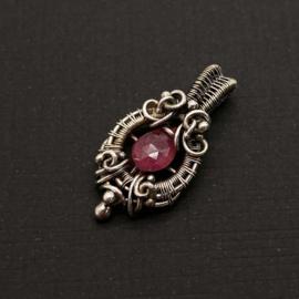 Zilveren hanger met roze Saffier