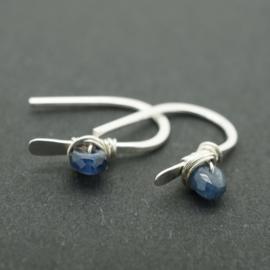 Zilveren oorbellen met saffier