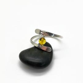 Zilveren ring met een okergele Barnsteen