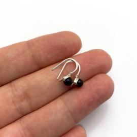 Kleine zilveren oorbellen met onyx