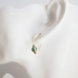 Gouden oorbel met turquoise