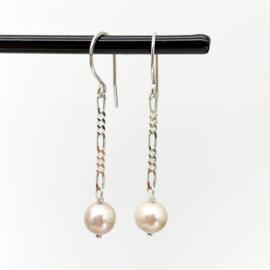Zilveren figaro oorbellen met Zoetwaterparel