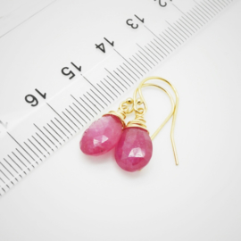 Gouden oorbellen met Saffier