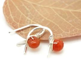 Zilveren minimalistische oorbellen met Carneool