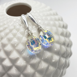 Zilveren oorbellen met swarovski kristal in blad vorm