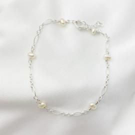 Zilveren armband met Zoetwaterparels