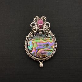 Hanger met abalone schelp en saffier