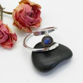 Zilveren ring met een Labradoriet